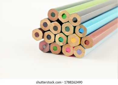 stacked-coloured-pencils-close-showing-2