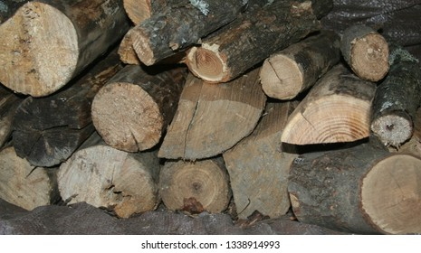 stacked fire wood of different sizes and shapes