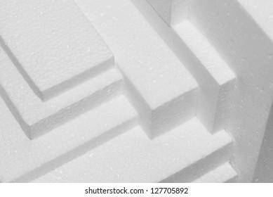 feuilles de polystyrène blanc empilées pour l'amortissement