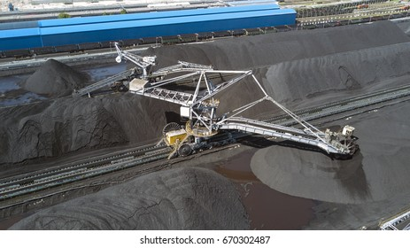 Stacker- reclaimer at coal terminal in Port