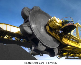 Stacker- reclaimer at coal terminal in Port of