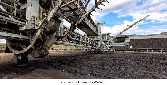 stacker reclaimer machine use in heavy industrial and mining for carry on raw material