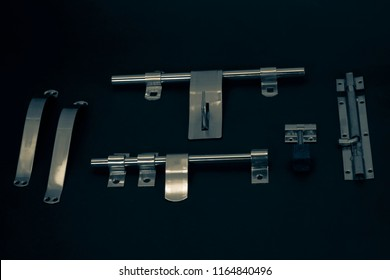 stainless steel accessoires and latch.