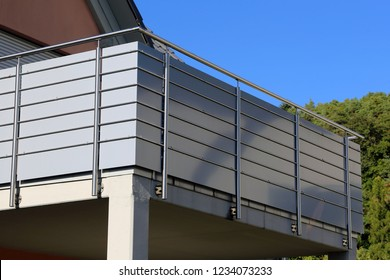 Stainless Steel balcony railing on a residential home