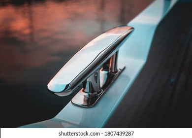 Stainless steel cleat on a yacht
