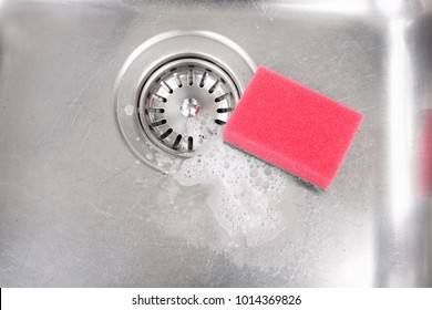 Stainless steel kitchen sink with drain strainer and red sponge