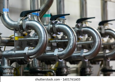 stainless steel sanitary ferrule 180 degree elbow pipe fittings on pipes with squeeze grip valves, piping system connection