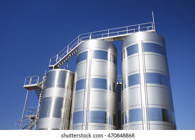 Stainless steel silos in the industry, for storage