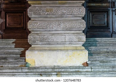 STAIRS WITH COLUMN