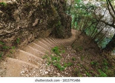 Les escaliers du sentier Imbut, dans les Gorges du Verdon.