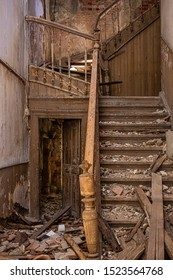 The stairs that fall in other times