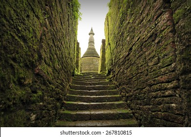 Stairway to Buddhist sanctuary of Koetaung, the temple of the 90,000 Buddhas, built by King Min Dikkha during the years 1554-1556 in Mrauk U, Rakhin State in Myanmar.