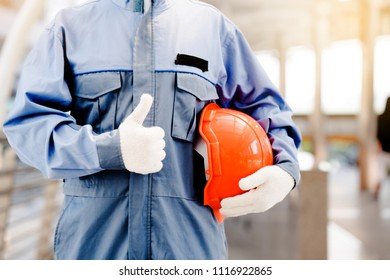 The standard construction hat. At work, it helps reduce accidents. The construction work of the staff clothing must be well protected. Gloves must be thick and easy to operate.