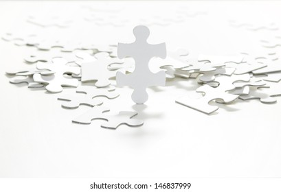 Standing jigsaw puzzle