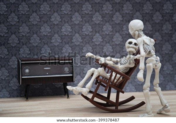 Download Real Skeleton Sitting In Chair Pictures