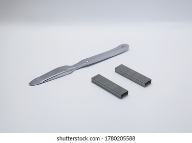 Staple puller a supply to easily remove the staple without getting hurt, usually used in the office or as school supplies