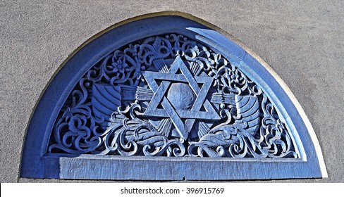 A star of David motif above the entrance to Bucharest's oldest synagogue