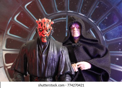 Star Wars Sith Lord Darth Maul with his master Darth Sidious / Emperor Sheev Palpatine - Hasbro Black Series Action Figures