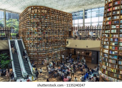 Starfield Library is a mega-library located within COEX, the giant Seoul shopping mall. Seoul, South Korea. Taken on July 16th 2018.