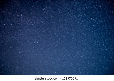 The stars and the Milky Way in the night sky are very beautiful.