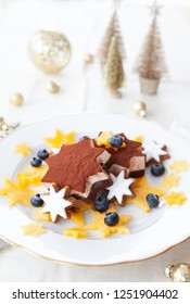 Star-shaped ice cream with cinnamon cookies, blueberries and persimmon