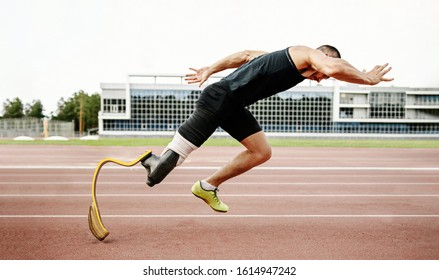 start disabled runner on track. amputee athlete without leg with prosthesis