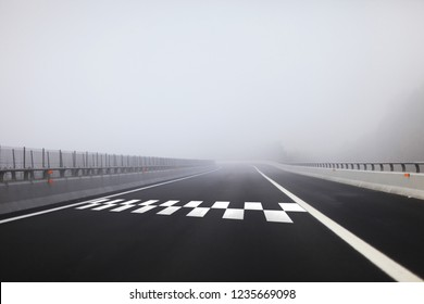 Start and Finish pattern line on the heavy foggy highway.