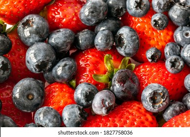 Starwberries and blueberries in close up