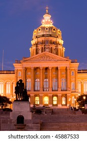 State Capitol with Pioneers sculpture in Des Moines, Iowa
