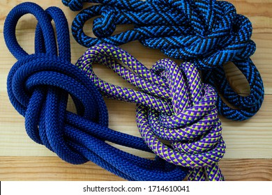 Static nylon cords. The gymnastic rope is a polypropylene cord. bright colors. A very soft, flexible rope is perfect for sporting events and outdoor activities.