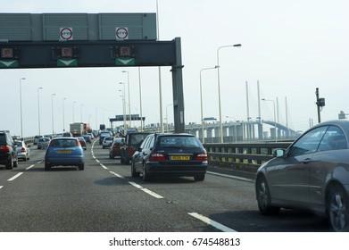 STATIONARY TRAFFIC QUEUE APPROACHING DARTFORD BRIDGE CROSSING RIVER THAMES LONDON ENGLAND, DARTFORD, KENT, ENGLAND, BRITAIN, UNITED KINGDOM, CIRCA 2006