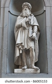 Statu of Leonardo Da Vinci in Florence, Italy