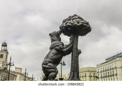 The statue of the bear and the strawberry tree is a sculpture of the second half of the twentieth century, located in the Spanish city of Madrid.