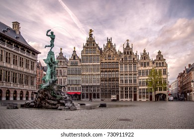Statue of Brabo and the giant's hand, 16th-century Guildhouses at the Grote Markt, Antwerpen