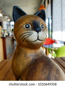 The statue of cat