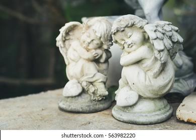 A statue couple angle cupids sleep.