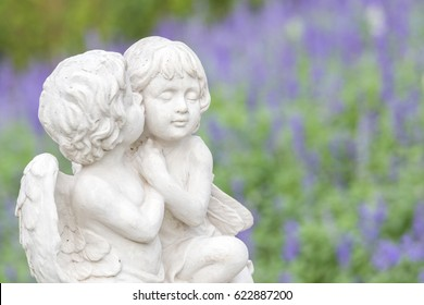 Statue of couple cupid in the garden.