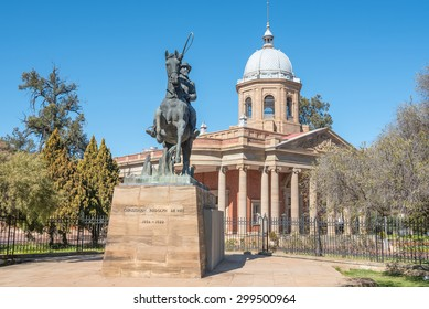 Statue of CR de Wet, an Anglo Boer War general, in front of the historical Fourth Raadzaal, seat of Free State Provincial Government