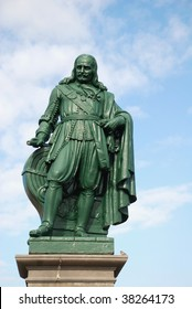 statue of the dutch naval hero admiral Michiel de Ruyter is staring over the sea in Flushing