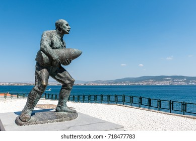 Statue of famous Turkish Corporal, Seyit Cabuk (Seyit Onbasi) carrying an artillery piece at Canakkale Martyrs' Memorial, Turkey.in Canakkale,Turkey.TURKEY, Canakkale,18 August 2017