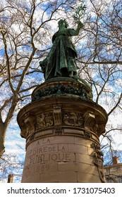 """Statue der Französischen Republik in Lyon. In der Inschrift heißt es: """"Zur Herrlichkeit der Republik"""""""