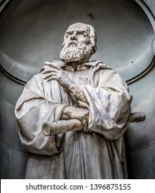 Statue of Galileo Galilei, on the facade of the Uffizi gallery. Florence, Tuscany, Italy