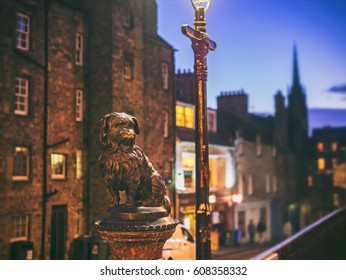 The statue of Greyfriars Bobby in Edinburgh's old town who spent 14 years guarding the grave of his owner until he died himself. Edinburgh, Scotland, UK