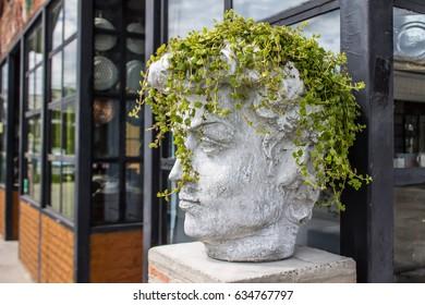 Statue head aichitecture
