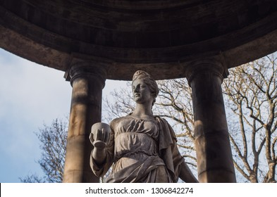 Statue of Hygeia, in the UK, Scotland, Lothian, Edinburgh, Water of Leith Walkway, View of the St Bernards Well.