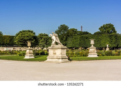 A statue in Jardin des Tuileries. Tuileries Garden (Jardin des Tuileries) - public garden located between Louvre and Concorde Place. It was opened in 1667. Paris, France