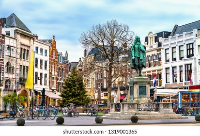 Statue of Johan de Witt at the Plaats square in the Hague, the Netherlands