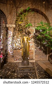 Statue of Juliet in Verona, Italy - November 15, 2015 :. Juliet's house, the main attraction in Verona. Statue of Juliet Capulet in Her House Backyard in Verona, Veneto, italy