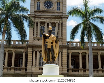 Statue of King Kamehameha in downtown Honolulu, Hawaii.  statue stands prominently in front of Aliʻiolani Hale in Honolulu, Hawaii. The statue had its origins in 1878.