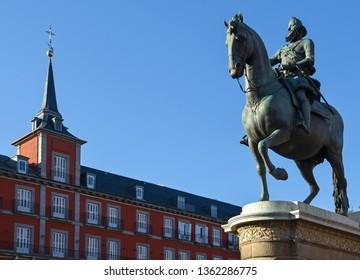 Statue of King Philip III in front of the casa de la panaderia, Plaza Mayor, Madrid, Spain